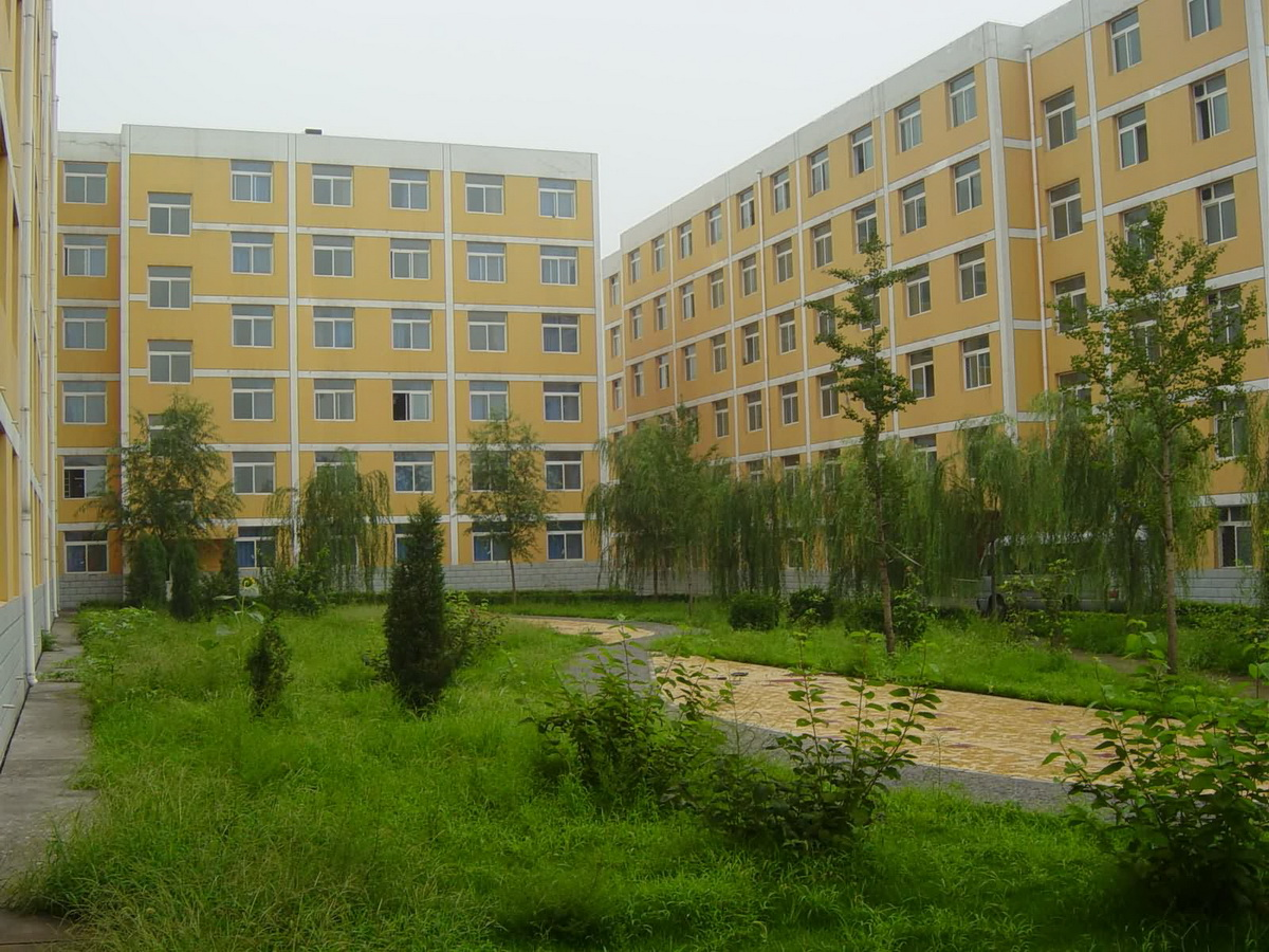 校园风光 - 北京工商管理专修学院
